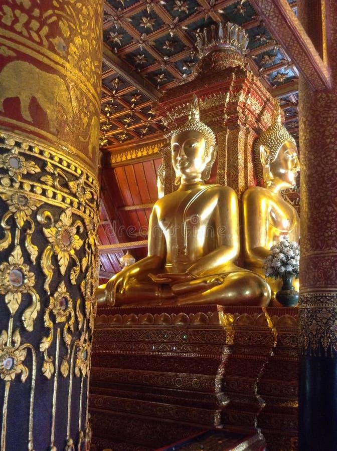 O buddha dourado foto de stock royalty free