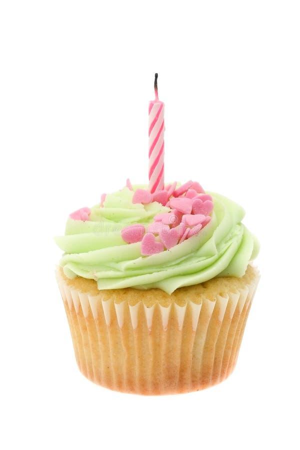 O buttercream verde congelou o queque com uma única vela do aniversário imagens de stock