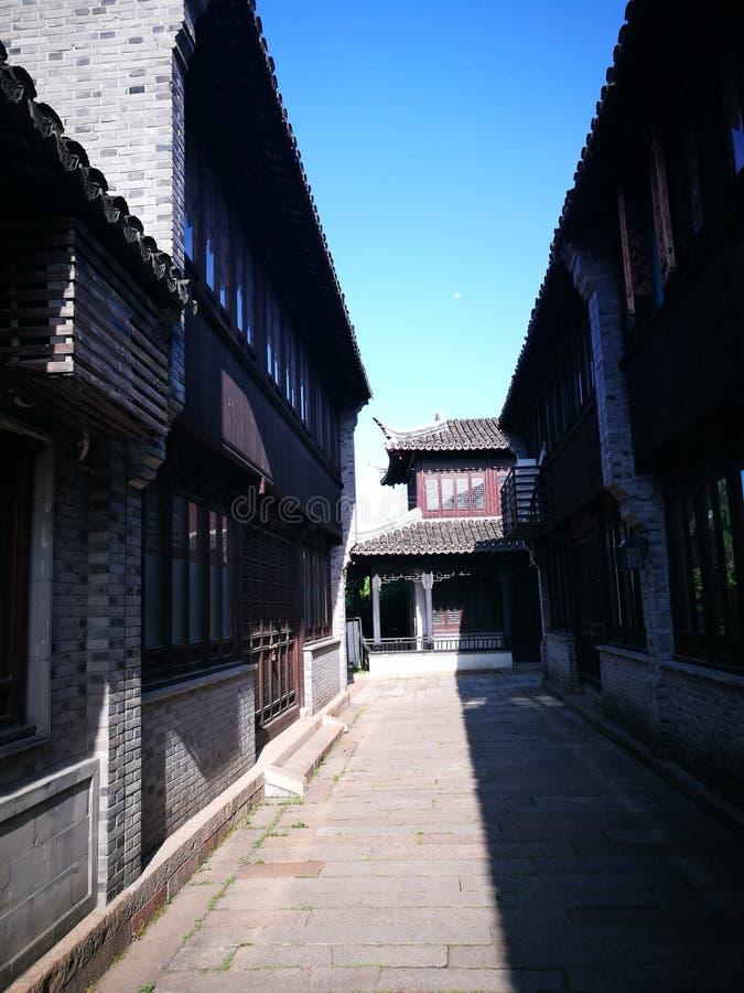 O bystreet de uma cidade velha tradicional imagem de stock royalty free