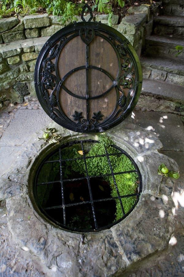 O cálice bem em Glastonbury fotos de stock royalty free