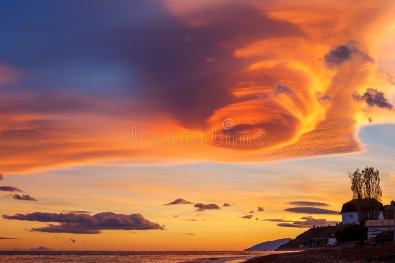 O céu com nuvens bonitas foto de stock