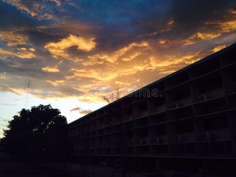 O céu cresceu escuro imagens de stock