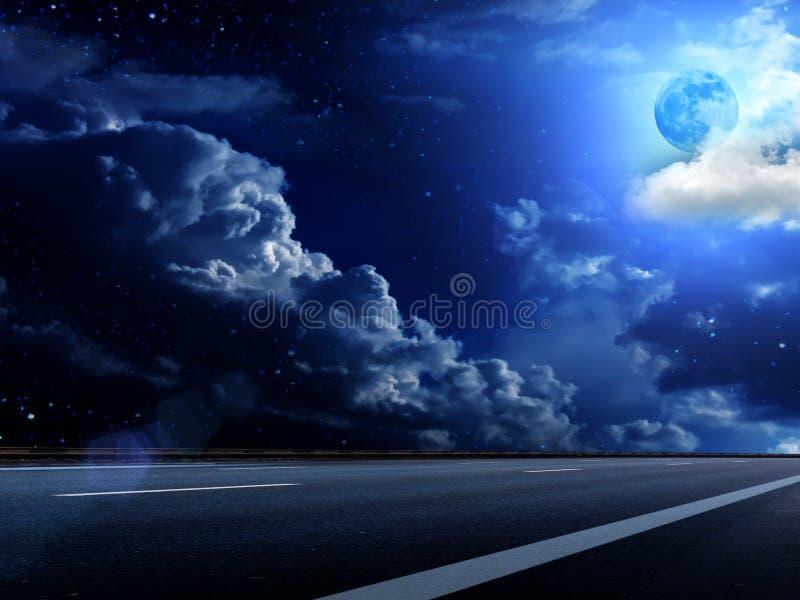 O céu da lua nubla-se a estrada fotos de stock