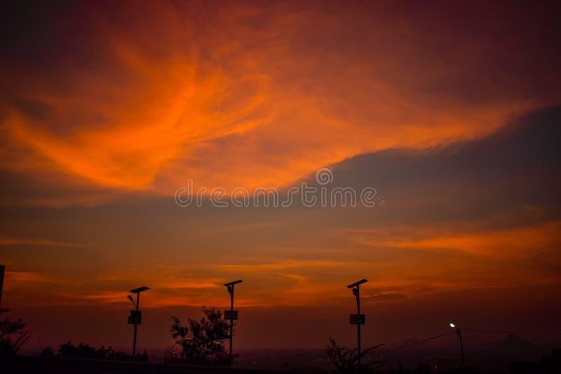 O céu dramático da área do monte foto de stock royalty free