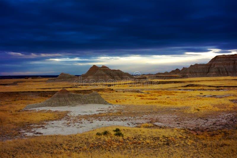 O céu dramático, ermo parque nacional, South Dakota, uniu o estado imagem de stock