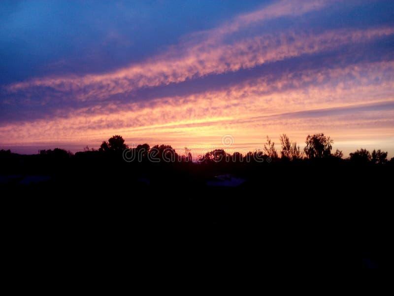 O céu está no crepúsculo do dia fotos de stock