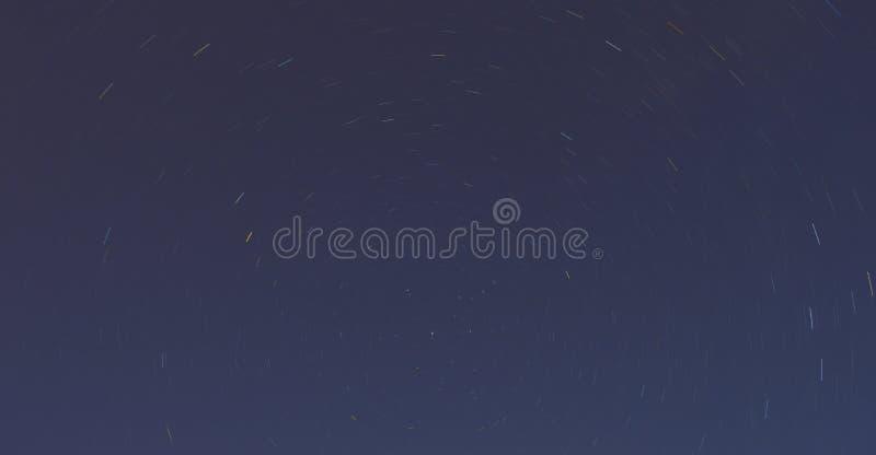 O céu estrelado, a linha de estrelas foto de stock royalty free