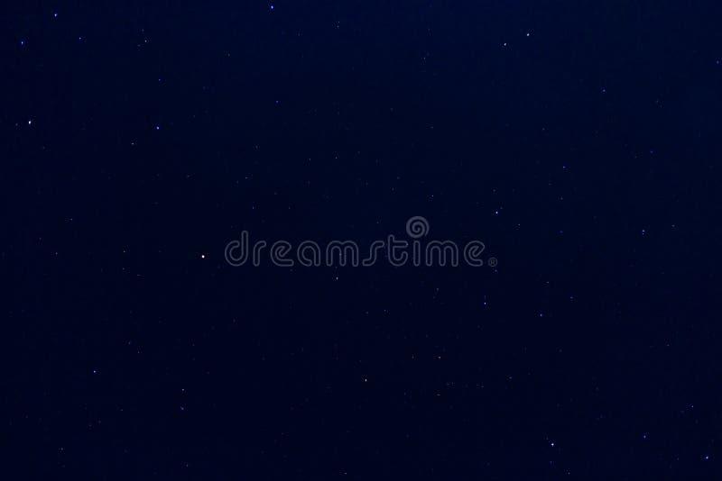 O céu noturno bonito e muitos star, espaçam o fundo da estrela fotografia de stock