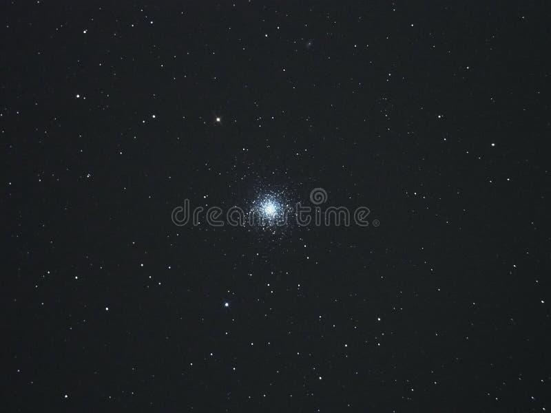 O céu noturno stars o conjunto globular de Hercules fotografia de stock