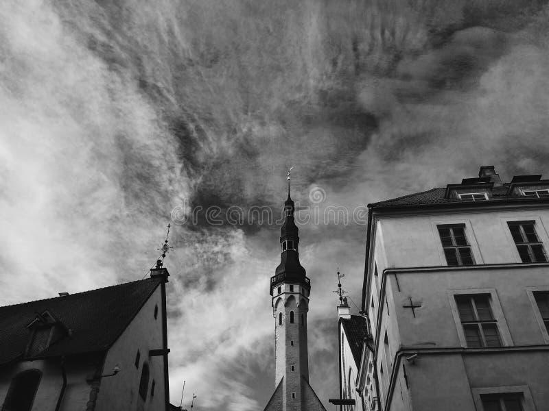 O céu sobre Tallinn fotos de stock