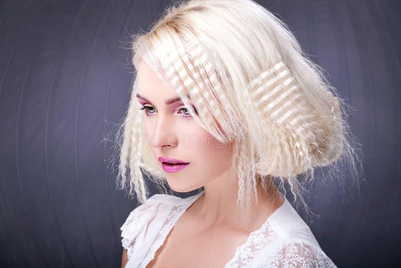 O cabelo surpreendente faz foto de stock