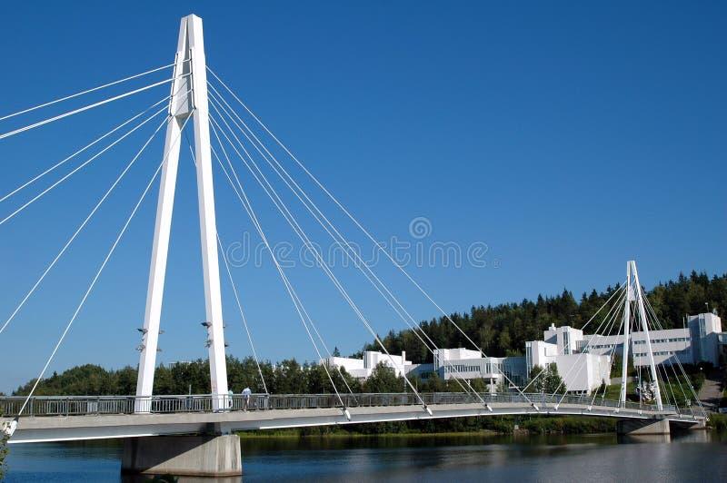 O cabo permaneceu a ponte sobre Jyvasjarvi em Finlandia fotos de stock