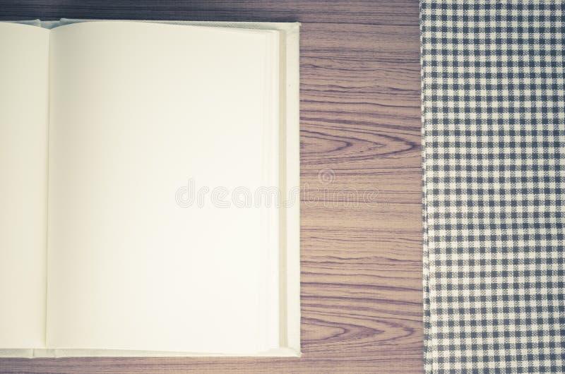 O caderno com kichen a toalha imagem de stock