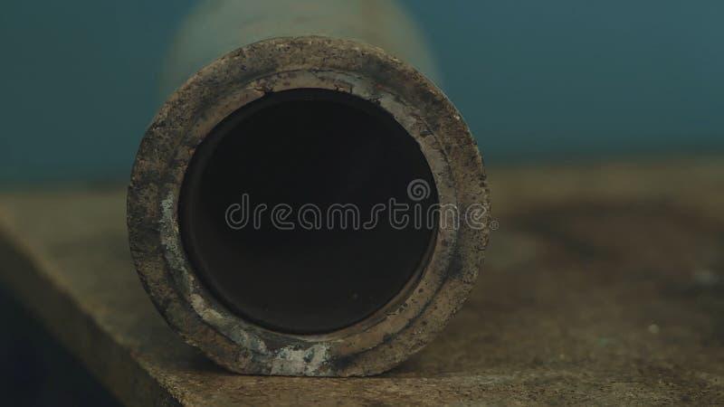O cadinho Bronze do cadinho Derretido de bronze no cadinho Processo antigo do molde do metal para a estátua de buddha, líquido de imagem de stock