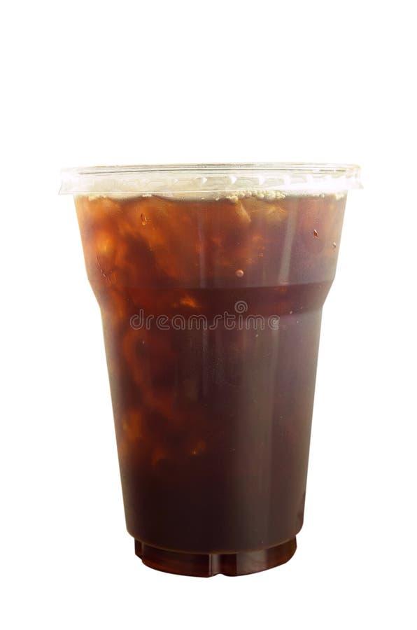 O café Americano congelou o café no copo plástico afastado isolado imagens de stock royalty free
