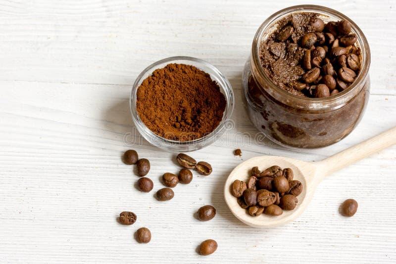 Download O Café-cacau Feito A Mão Esfrega No Fim De Madeira Do Fundo Acima Imagem de Stock - Imagem de feijões, cacau: 80102927