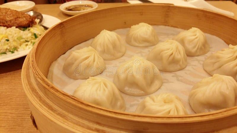 O café da manhã chinês tradicional da bolinha de massa chamou Xiao Long Bao foto de stock