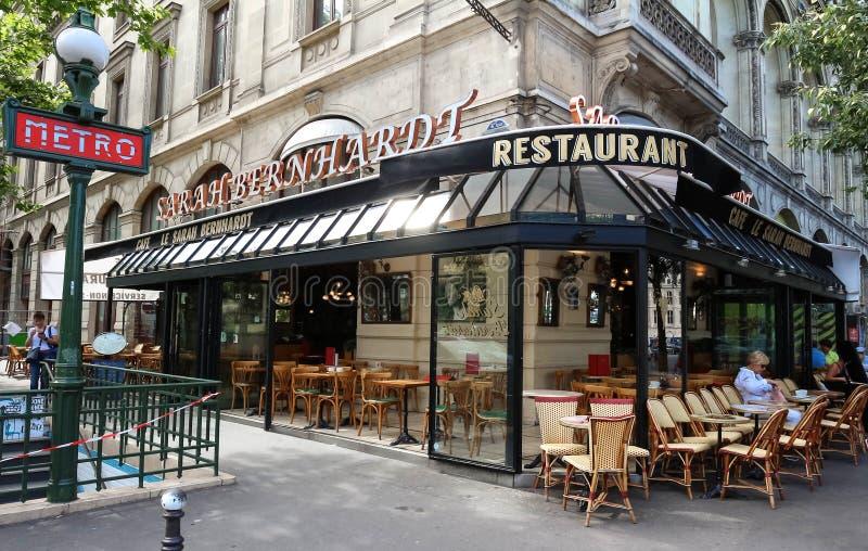O café francês famoso Sarah Bernardt, Paris, França foto de stock royalty free