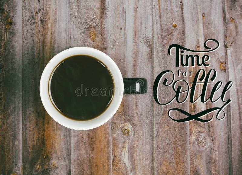O café preto e a hora para o café entregam a rotulação foto de stock