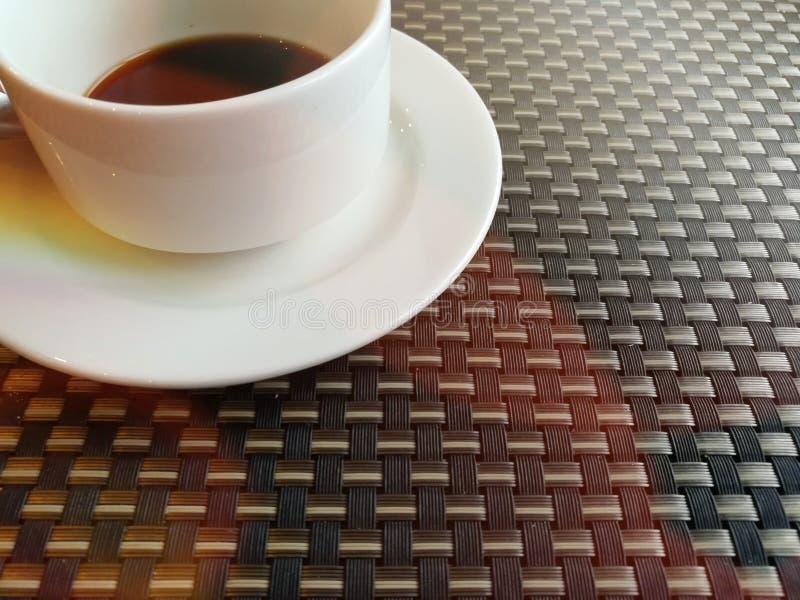 O café preto e relaxa o tempo imagem de stock