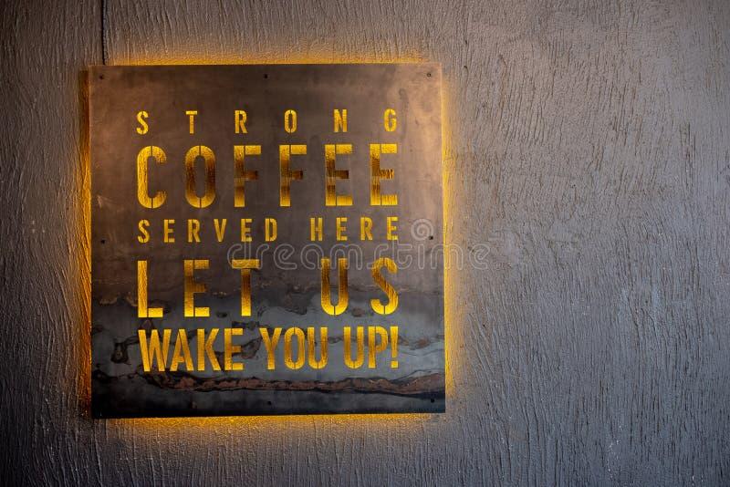 O café serviu assina aqui no preto fotos de stock royalty free