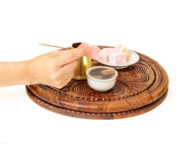 O café turco é servido em uma maneira tradicional fotos de stock royalty free