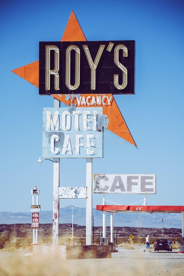 O caf? e o motel de Roy em Amboy, Calif?rnia, Estados Unidos, ao lado de Route 66 cl?ssico imagem de stock