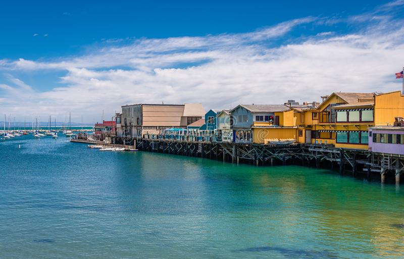 O cais do pescador idoso em Monterey fotos de stock
