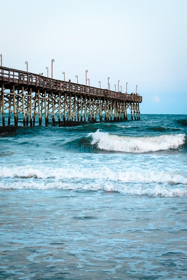 O cais na praia da ilha do oceano foto de stock royalty free