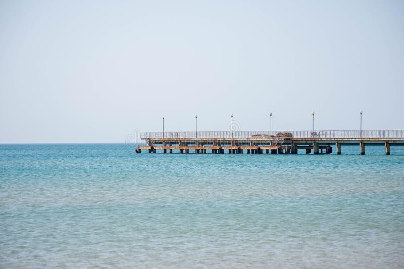 O cais vai ao mar fotografia de stock royalty free