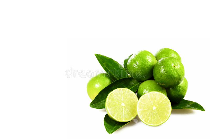 O cal orgânico sem sementes frutifica aurantifolia de citrino isolado em w imagem de stock