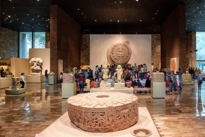 O calendário ou a pedra asteca do Sun no Museu Nacional da antropologia em Cidade do México fotografia de stock