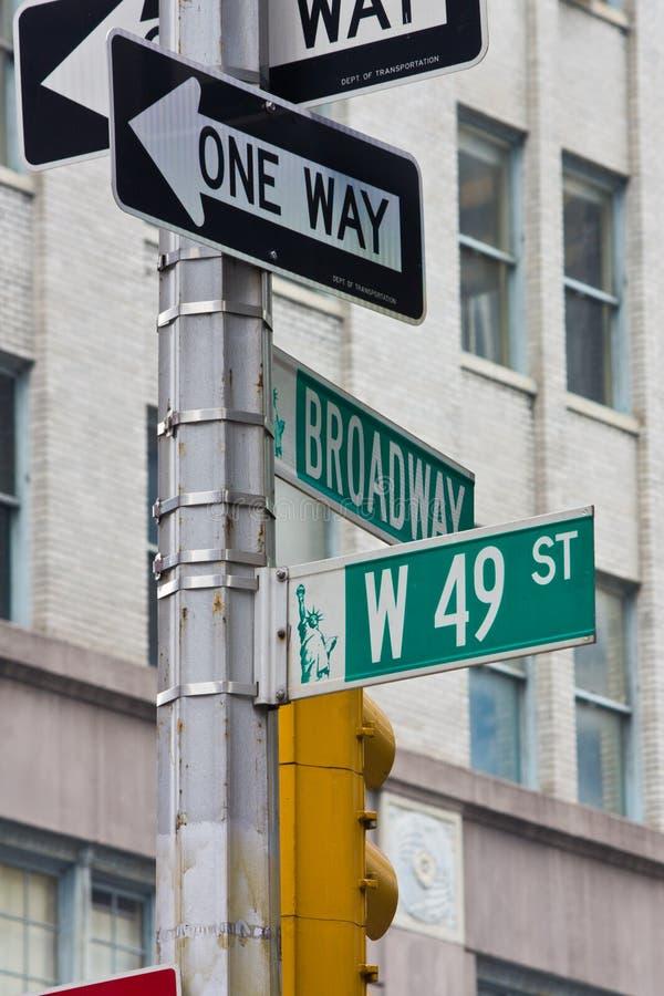 49.o Calle en New York City imagenes de archivo