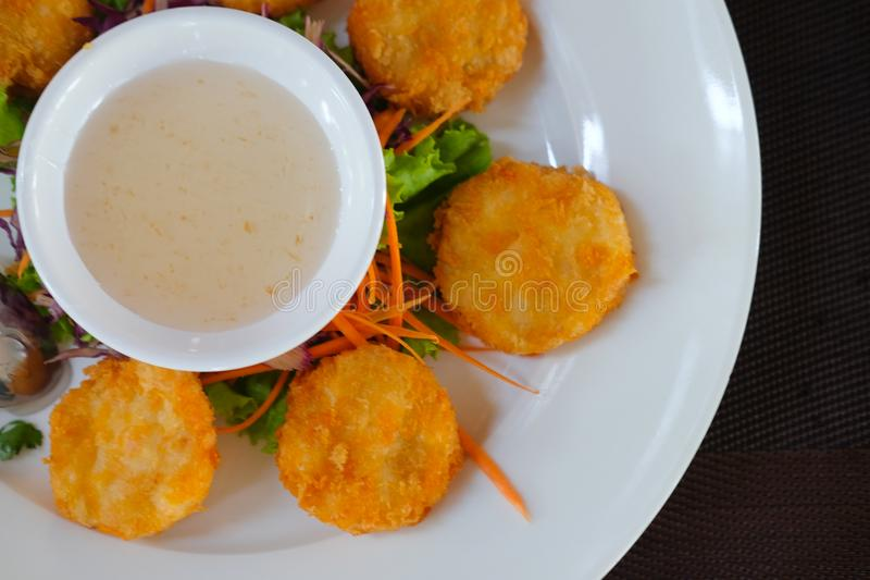 O camarão fritado endurece a receita tailandesa do alimento fotos de stock royalty free