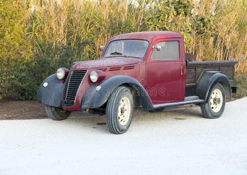 O caminhão antigo de Fiat, cinco star Borgo Egnazia Recurso Savelletri Di Fasano, Itália fotografia de stock