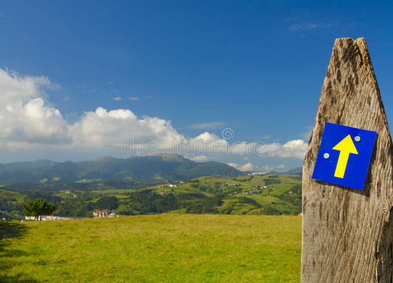 O Camino de Santiago, igualmente conhecido pelo inglês nomeia a maneira de St James foto de stock