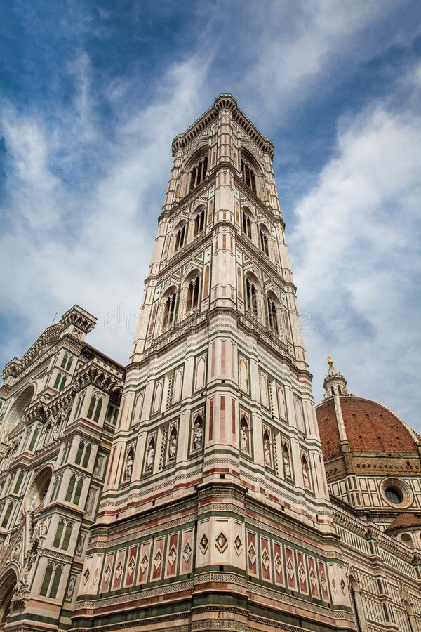 O Campanile e Florence Cathedral de Giotto consagraram em 1436 fotografia de stock