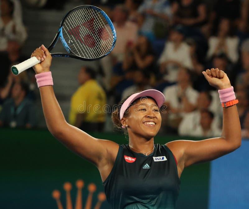 O campeão Naomi Osaka de Grand Slam de Japão comemora a vitória após seu fósforo de semifinal no australiano 2019 aberto no parqu imagens de stock