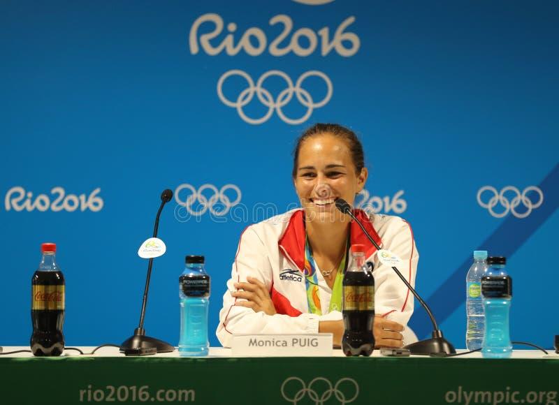 O campeão olímpico Monica Puig de Porto Rico durante a conferência de imprensa após a vitória no ` s das mulheres do tênis escolh fotografia de stock royalty free