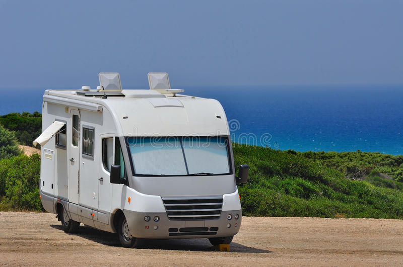 Download Campista Estacionado Na Praia Foto de Stock - Imagem de paisagem, recreação: 29831286