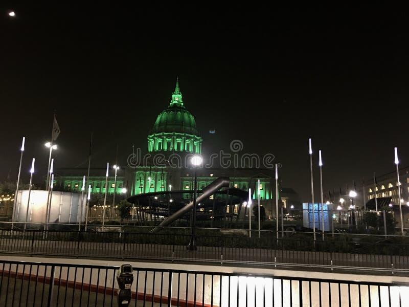 O campo de jogos de San Francisco Civic Center tem luzes novas do perímetro fotografia de stock