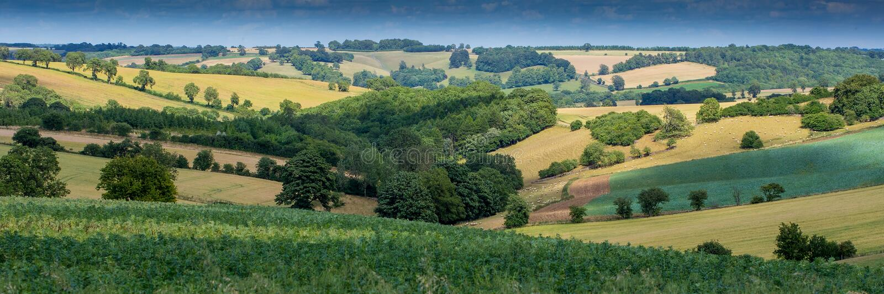 O campo inglês bonito como visto no Cotswolds imagens de stock royalty free