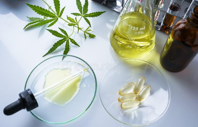 O cannabis, marijuana, ?leo de c?nhamo ? uma medicina imagens de stock