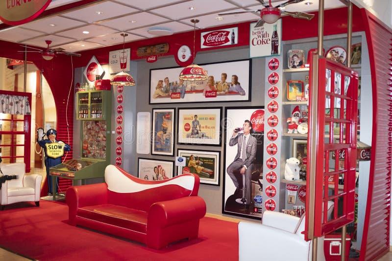 O canto do coletor no mundo do museu de Coca-Cola em Atlanta foto de stock royalty free