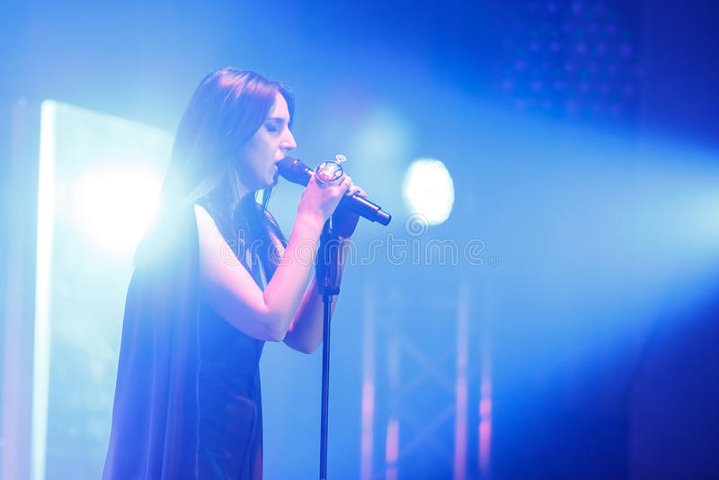 O cantor ucraniano famoso Jamala deu um concerto que apresenta lhe a respiração nova de Podykh do álbum fotografia de stock