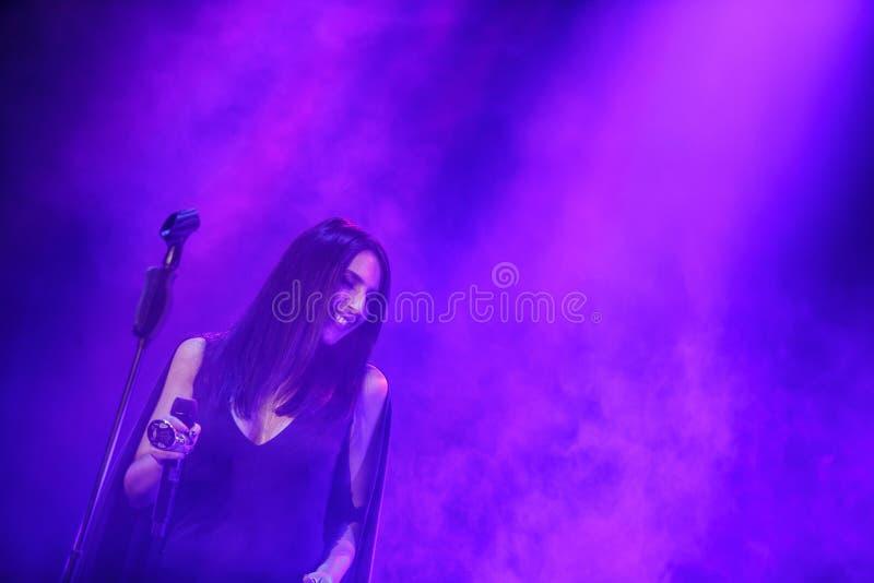O cantor ucraniano famoso Jamala deu um concerto que apresenta seu álbum novo Podykh (a respiração) imagens de stock royalty free