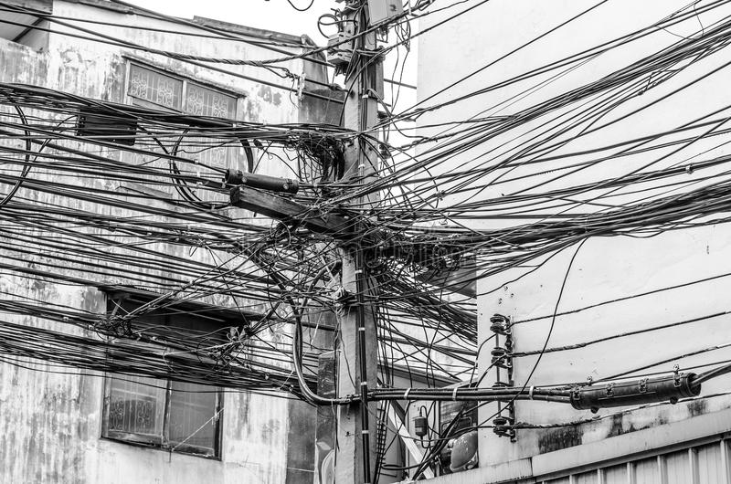 O caos dos cabos e dos fios imagens de stock royalty free