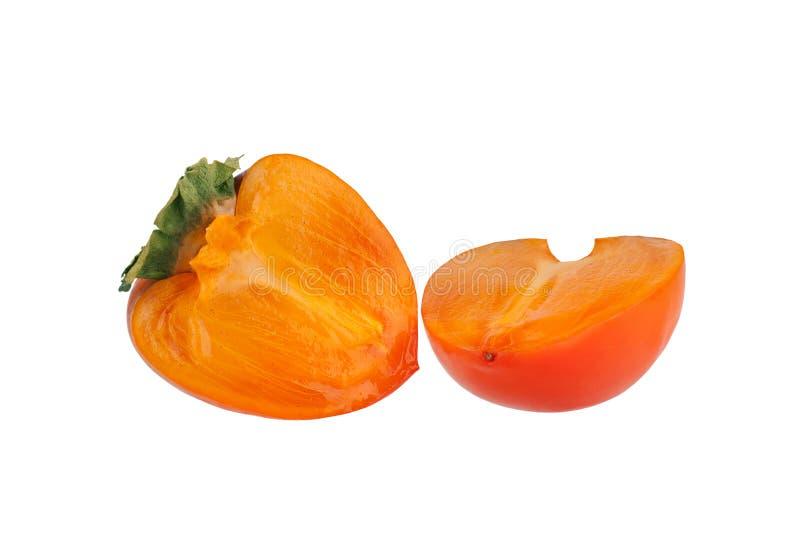 O caqui do fruto ou do diospyros do caqui com as folhas verdes cortadas ao dois meio no fundo branco isolou o fim acima fotografia de stock