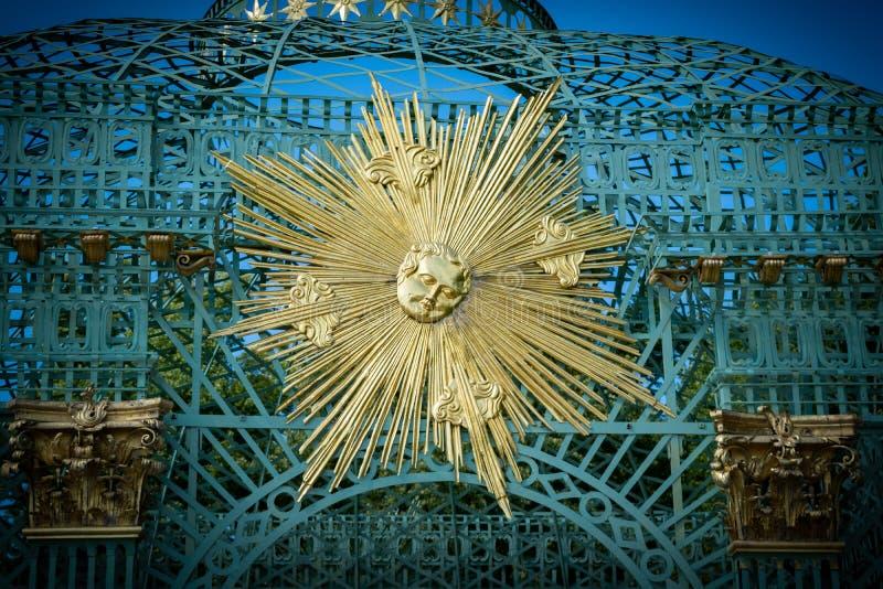 O caramanchão e o sol no palácio de Sanssouci, Potsdam foto de stock royalty free