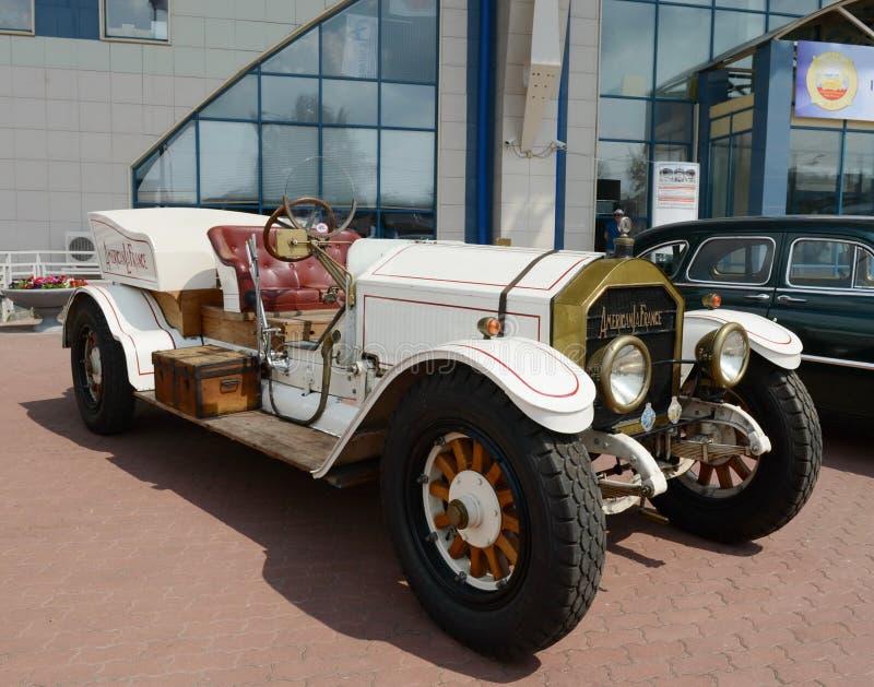 O carro antigo americano produziu pelo La americano França imagem de stock